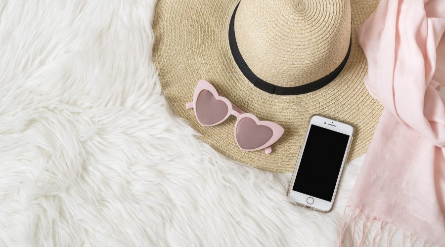 confessions of a kpop fan hat with heart glasses and iphone